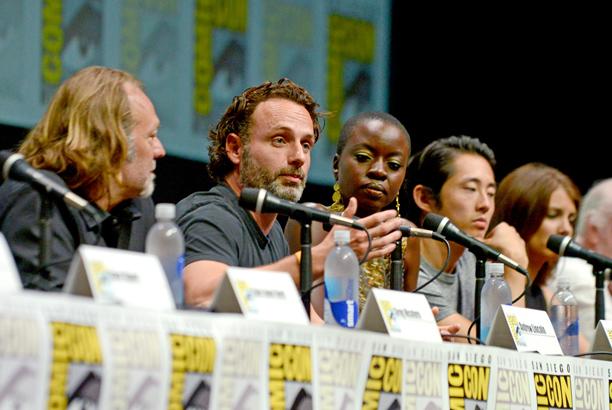 Tutto il cast risponde alle domande