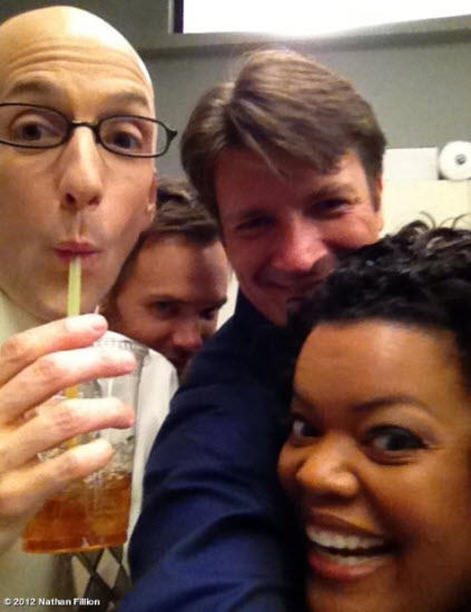 Nathan Fillion sul set di Community 2