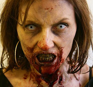 """Davina McCall, conduttrice del GF inglese, interpreta """"se stessa""""."""