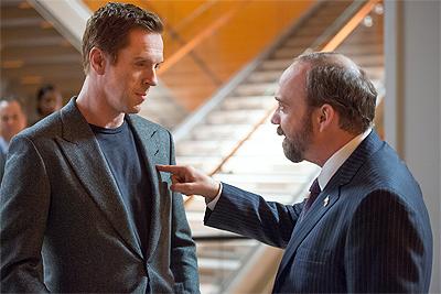 Paul Giamatti e Damian Lewis in una delle scene del pilot