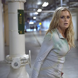 The-100-season-2-episode-1-Clarke-escapes